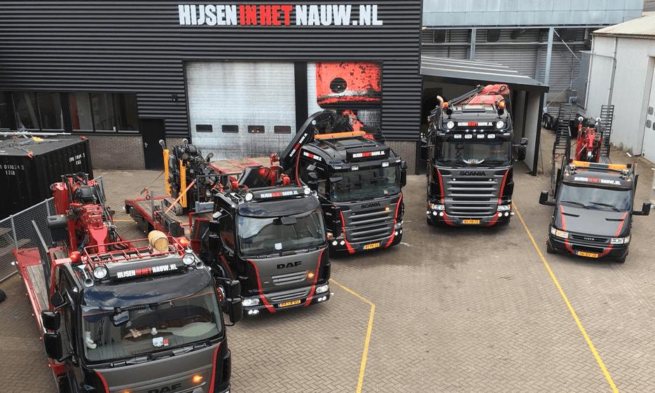 Vrachtwagen Transport Hijsen in het Nauw